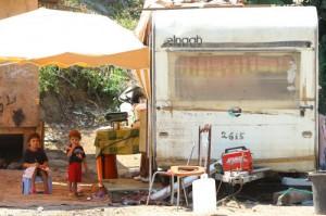 Vicenza: rom poveri, vita da ricchi. Sequestrati auto e conti per 120mila euro