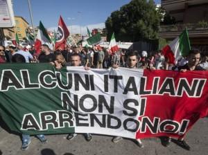 Roma, corteo anti-rom di CasaPound contro corteo anti-fascisti: scontri