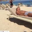VIDEO YouTube - Antonio Cassano fa gavettone a Criscito in spiaggia 2