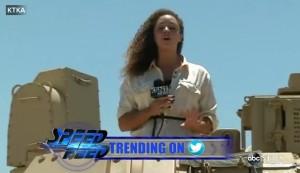 Giornalista urla in diretta: è stata assalita da stormo di cicale