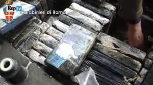 Roma, 600 kg di cocaina nascosti nel generatore: imballati col simbolo Like