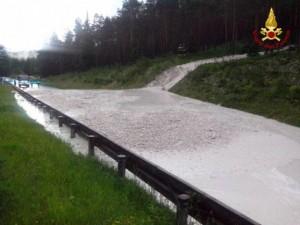 Cortina d'Ampezzo, frana per maltempo: traffico bloccato, città isolata
