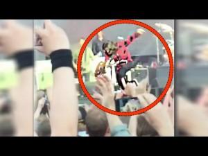"""VIDEO YouTube - Foo Fighters, Dave Grohl cade dal palco: gamba rotta. """"Non andate via, gesso e torno..."""""""