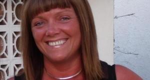 """Davina Tavener muore per un malore su volo RyanAir: """"No defibrillatore a bordo"""""""