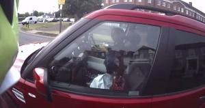 VIDEO YouTube - Colazione al volante: sorpresa con latte e cereali in auto
