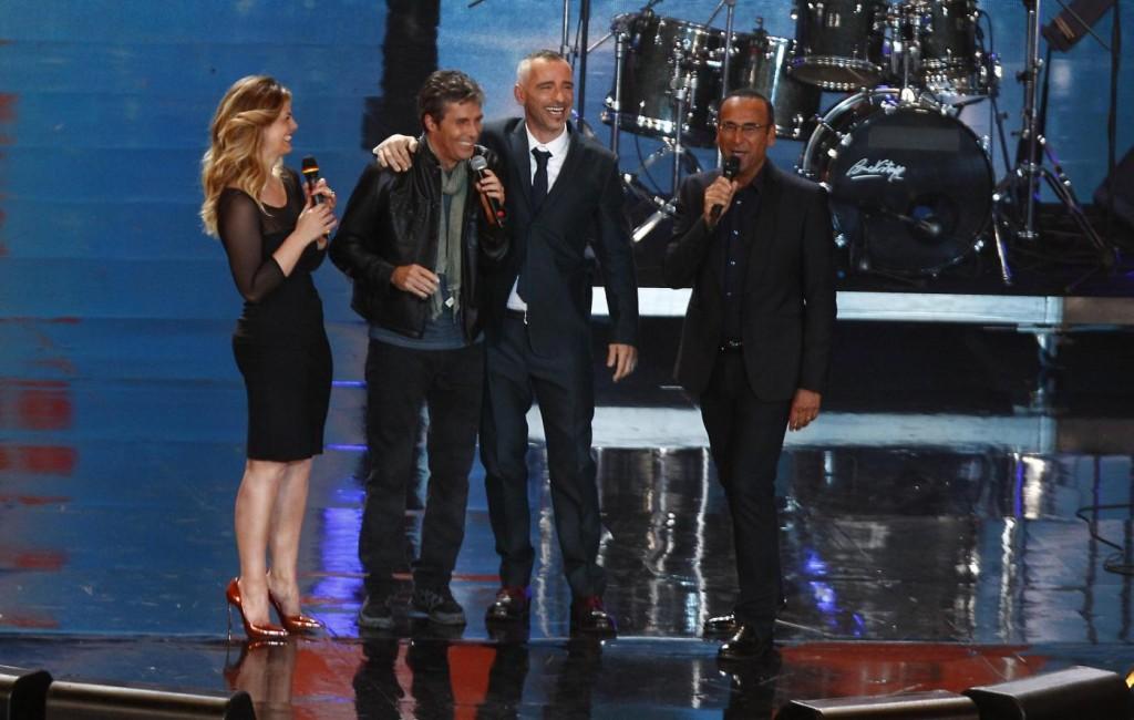 Eros Ramazzotti e Luca Barbarossa, abbraccio ai Wind Music Awards FOTO 2