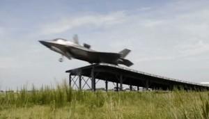 VIDEO YouTube, jet F35 B decolla da trampolino: test riuscito