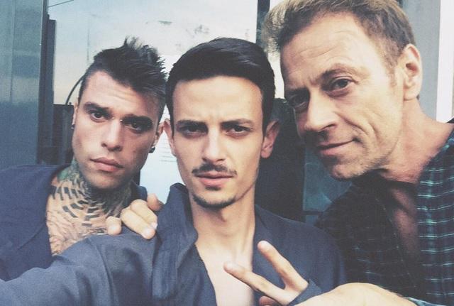 Fedez e Rocco Siffredi in mutande per Milano. Rapper imita anche Barbara D'Urso
