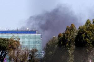 Fiumicino aeroporto paralizzato: un mese dopo l'incendio nessuno sa com'è l'aria