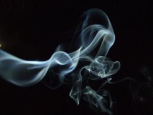 Gran Bretagna, genitori fumano troppo: bimbo affidato ad un'altra famiglia