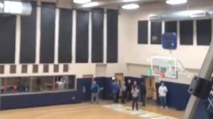 Video Facebook, Danilo Gallinari fa canestro dalla tribuna