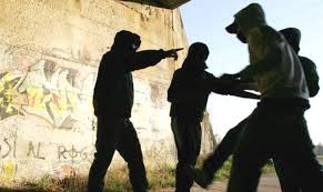 Roma Eur: picchiavano ragazzi per rapinarli, presa baby gang