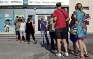 Coda ad un bancomat ad Atene