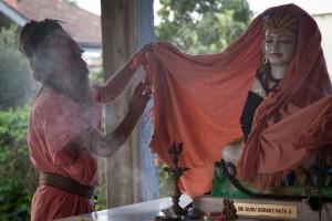 Alessandro Pace, commercialista diventato guru in India: la sua storia un film