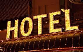 """Udine, in hotel e si lamentano: """"Stanza senza tv"""". Ma l'avevano rubata loro"""