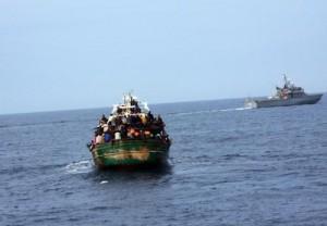 igranti, soccorsi in 2.500 su 15 barconi al largo della Libia