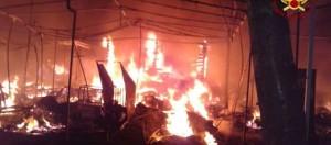 Chioggia, rogo nel camping a Sottomarina: scoppiano bombole, pompiere ferito