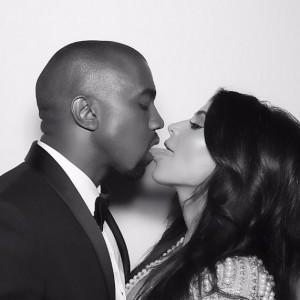 Kim Kardashian, compleanno della figlia a Disneyland: Kanye West si addormenta