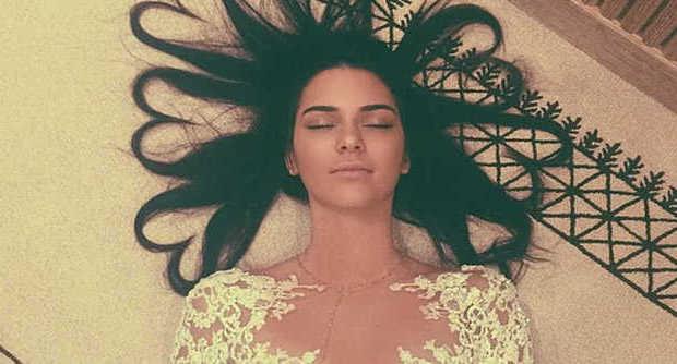 "Kendall Jenner batte Kim Kardashian: sua la FOTO su Instagram con più ""like"""