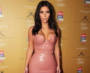 Kim Kardashian e Alicia Silverstone mangiano la placenta, ma fa male