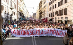 """""""Contro scuola dirigenza ora e sempre resistenza"""". Partigiani rivolta in tombe"""
