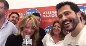 """Giorgia Meloni canta """"Memole dolce Memole"""" a Radio Rock"""