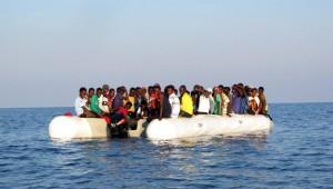 Migranti, ne arrivano di meno, non hanno più barconi, affondati 400