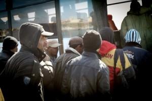 Sassari. 100 migranti barricati sui pullman: no agriturismo, vogliono stare in città