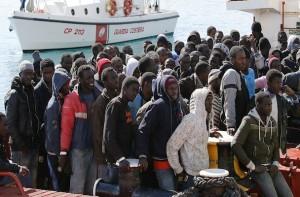 Migranti: Parigi vuol creare campi rifugiati Ue in Italia