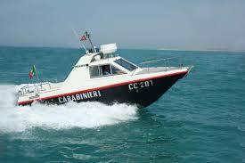 Procida. Fuggitivo scappa da motovedetta: catturato da bagnanti in spiaggia