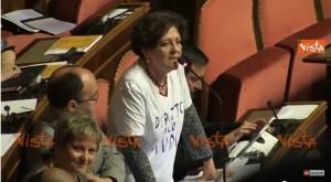 Video YouTube. Grasso a senatrice M5s: Via la maglietta. Lei: Faccio striptease?