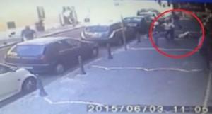 Ercolano (Napoli): tenta rapina in strada, 2 passanti lo mettono in fuga