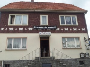 Germania, aumentano le comuni neonaziste: almeno 60 edifici in tutto il Paese