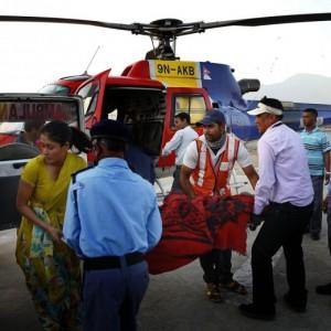 Terremoto Nepal, elicottero di aiuti umanitari si schianta al suolo: 4 morti