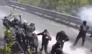No Tav, nuovi scontro in Val Susa: polizia usa lacrimogeni e idranti
