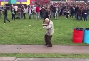 VIDEO YouTube - Johan de Vries, nonno dell'house music che balla la techno a 83 anni
