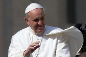 """Papa Francesco: """"Popoli hanno pagato salvataggio banche"""", enciclica Laudato si'"""