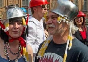 """Pastafarianesimo in piazza contro Sentinelle in piedi: """"Noi le Tagliatelle in piedi"""""""
