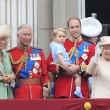 Principe William posa come Carlo: figlioletto George in braccio FOTO 5
