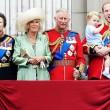 Principe William posa come Carlo: figlioletto George in braccio FOTO 7