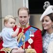 Principe William posa come Carlo: figlioletto George in braccio FOTO 11