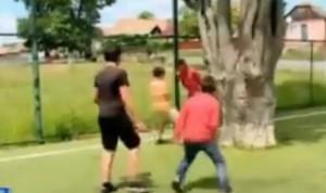 VIDEO YouTube: Romania, il nuovo campo da campo da calcio ha la quercia in mezzo