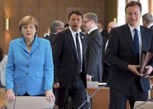 Matteo Renzi al G7 (Foto Lapresse)