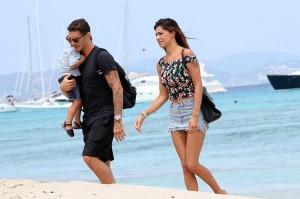 Belen Rodriguez e Stefano De Martino, musi lunghi a Ibiza. Vicini all'addio? FOTO