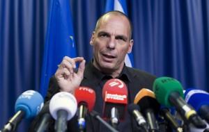 """Grexit, Yanis Varoufakis: """"Per bloccare espulsione ricorso a Corte Ue"""""""