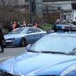 Taranto, sparatoria tra due auto in corsa in pieno giorno: 2 feriti e 2 in fuga