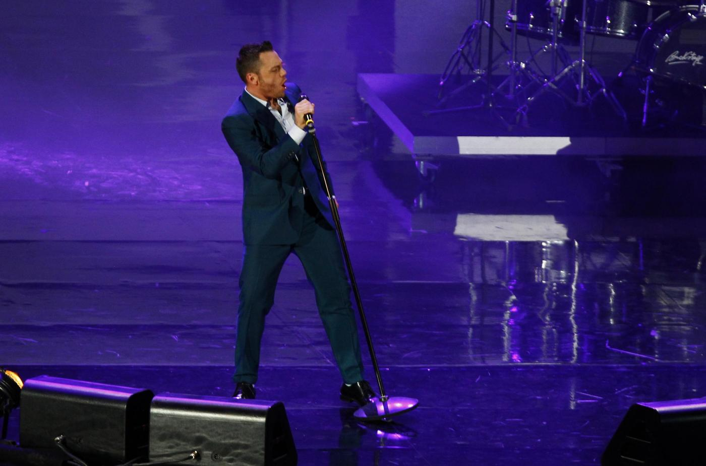 VIDEO YouTube - Tiziano Ferro canta in playback ai Wind Music Awards