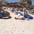 Attentato in Tunisia, FOTO turisti morti sulla spiaggia dell'hotel