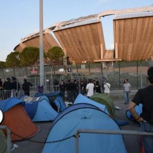 VIDEO Vasco Rossi concerto a Bari: fan in tenda da una settimana fuori stadio