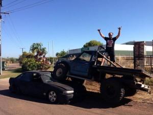 VIDEO YouTube - Uomo tradito, pick-up sull'auto del rivale e FOTO su Facebook